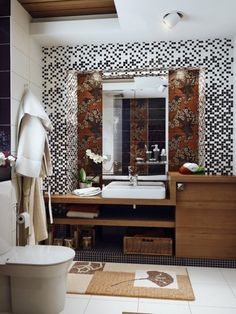 How to decorate small space bathrooms......tile design!