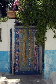 Door to home inside Kasbah in Rabat by amerune via Flickr.  http://www.flickr.com/photos/amerune/527657102/