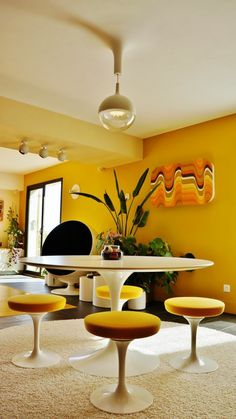 Bertoia diamond side and bird chair in colors that pop for Table tulipe design blanche 90