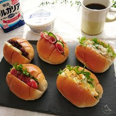 Ryoko SakamotoさんはInstagramを利用しています:「* おはようございます🌄 久しぶりのお弁当なしの朝です🎵 ロールパンサンドで朝ごパン☕🍞🌄 * 今日は長女と京都に遊びに行ってきます🚃 京都のスイーツ🍓と桜🌸楽しんできます❗ ☆ ☆ ☆ #サンドイッチ #ロールパン #ロールパンサンド #トースト #朝ごはん #朝食…」 Bento Kids, Bento Box Lunch, Burger Salad, Fussy Eaters, Aesthetic Food, Japanese Food, Food Photo, Hot Dog Buns, Sandwiches