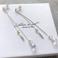 Boucles d'oreilles chaînes asymétriques en argent 925 et cristal Swarovski Bracelets, Swarovski, Boutique, Personalized Items, Crystal, Jewelry Designer, Feather, Ears, Boucle D'oreille