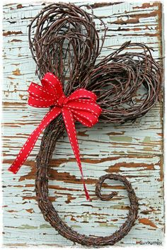 Heart with a flourish Christmas Time, Christmas Crafts, Christmas Decorations, Xmas, Willow Weaving, Theme Noel, Diy Home Crafts, Nature Crafts, Flower Decorations