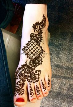 Henna tattoo - would make a great foot tattoo except the 4 toes