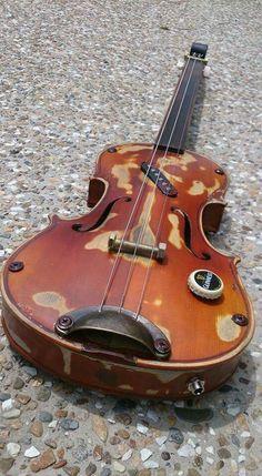 Cigar box guitar made from an old violin Guitar Diy, Cool Guitar, Homemade Musical Instruments, Music Instruments, Guitar Tuners, Strat Guitar, Bass Guitars, Acoustic Guitars, Cigar Box Nation