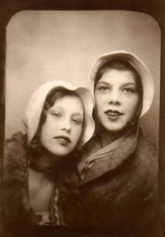 Before Smartphone Selfies, Here Are 19 Cool Photobooth Snapshots of Twins in the Past