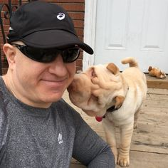 I jogged to visit @cece_momi and met her #sharpei #dog @queen_the_sharpei who greeted me with love and kisses. Even though Cece taught me that Shar-Peis were bred to fight. Their loose skin lets them get bit and then still turn to fight. When Queen plays with the roommate's dog she goes for his throat. I was about to pull off what I thought was a leaf on Queen's eye but Cece stopped me because those are stitches that hold up the skin so Queen can see.   #sharpeipuppy #dogsofinstagram #dog…
