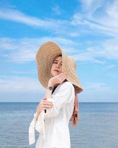 Hijab Fashion Summer, Street Hijab Fashion, Beach Photography Poses, Beach Poses, Ootd Poses, Best Photo Poses, Beach Ootd, Hijab Outfit, Hijab Casual