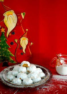 Κουραμπιέδες αφράτοι γιαγιάς Xmas Food, Christmas Baking, Christmas Cookies, Christmas Time, Christmas Recipes, Greek Sweets, Greek Desserts, Greek Recipes, Greek Cookies