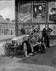 Old Pictures, Old Photos, Ireland Homes, Dublin, Old School, Antique Cars, Vintage Cars