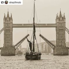 Dont forget about all the boats ships and barges heading down the Thames this weekend to celebrate the #QueensBirthday.  #Repost @shazifmob
