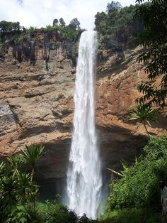 Sipi Falls, Main Drop, Uganda. Sipi Falls is a series of three waterfalls in Eastern Uganda in the district of Kapchorwa, northeast of Sironko and Mbale. The waterfalls lie on the edge of Mount Elgon National Park near the Kenyan border. The Sipi...