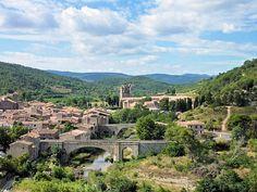 France, Languedoc-Roussillon, Aude, Lagrasse et son vieux pont