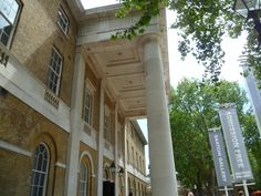 Make sure you visit the world-famous Saatchi Gallery on your next London stay! The nearest Underground station is Sloane Square #culture #art #gallery #london #londonvacation #vacation #seelondon #visitlondon #staylondon
