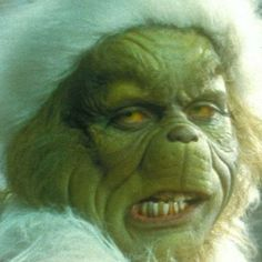 That 2000 Jim Carrey Grinch movie was so damn weird. O Grinch, The Grinch Movie, Grinch Stole Christmas, The Grinch 2000, Grinch Memes, Holiday Iphone Wallpaper, Xmas Wallpaper, Disney Phone Wallpaper, Christmas Characters