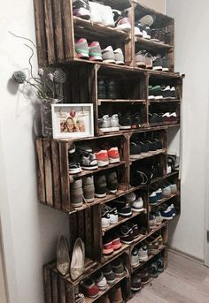 Cool DIY shoe rack with stacked crates