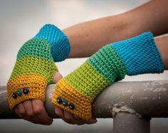 Blau grün gelb Fingerlose Handschuhe / 100 % Cotton Crochet Arm Warmers / Regenbogen gestreift Schaltfläche Handschuhe / Herbst-Winter-Zubehör Geschenk Idee