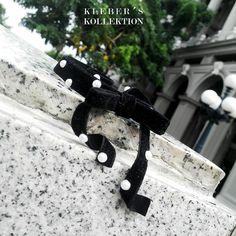 Nada más femenino que el 'polka dot' o los lunares son atemporales y combinan bien en este choker donde hemos combinado la elegancia del terciopelo negro con lo clásico de las perlas. Te gusta lo que ves?  Fotografía : @klebersoriano  be DIFFERENT choose an #kk #fashion #moda #pearls #choker #velvet #necklace #bijoux #bisutería #jewel #jewelry #polkadots #designer #design #emprendedor #Ecuador #estilo #style #accesorios #accessories #fashionista #marketing #photography #handmade