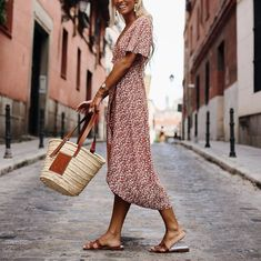 Fashion Deep V-Neck Print Short-Sleeved Casual Maxi Dress – ClickCob Fashion Me Now, Nice Dresses, Dresses With Sleeves, Short Sleeve Dresses, Floral Dresses, Tumblr Fashion, Spring Summer Fashion, Casual Outfits, Modest Outfits