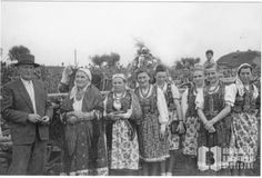 #Bronowice: photo from archives showing villagers in traditional dress