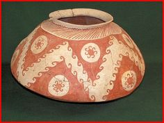 "Hohokam bowl from the Phoenix-Tucson area of Arizona. It has a very characteristic ""Gila shoulder"" . South American Art, Native American Artwork, Native American Pottery, Native American Artifacts, Indian Ceramics, Southwest Pottery, Native American Jewellery, Pueblo Pottery, Ceramic Jars"