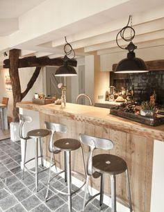 Houten keuken inspiratie met donkere tegelvloer