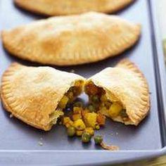 Jamaican-Style Vegetable Turnovers USE - filling recipe, make homemade crust Veggie Jamaican Patties, Jamaican Patty, Veggie Patties, Side Dish Recipes, Lunch Recipes, Vegetarian Recipes, Cooking Recipes, Vegan Meals, Carribean Food