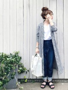SENSE OF PLACE by URBAN RESEARCHのシャツ/ブラウス「2wayオフショルブラウス(半袖)」を使ったSIZUのコーディネートです。WEARはモデル・俳優・ショップスタッフなどの着こなしをチェックできるファッションコーディネートサイトです。 Look Fashion, Fashion Pants, Daily Fashion, Fashion Outfits, Womens Fashion, Japanese Fashion, Korean Fashion, Style Hijab Simple, Hijab Stile