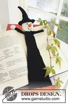 """- Crochet DROPS book mark with witch in """"Safran"""" for Halloween. - Free pattern by DROPS Design Marque-pages Au Crochet, Crochet Fall, Crochet Amigurumi, Holiday Crochet, Crochet Gifts, Free Crochet, Free Knitting, Crochet Pour Halloween, Magazine Drops"""