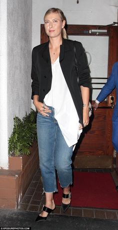 Maria Sharapova certainly looked like she had honed her style game off court as she enjoyed a night out at Madeo restaurant in Hollywood on Wednesday night. Look Casual Chic, Casual Looks, Tennis Latest, Maria Sharapova Hot, Maria Sarapova, Tennis Fashion, Women's Fashion, Tennis Players Female, Beauty