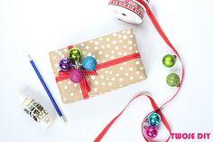 Uwielbiam pakować prezenty. Czuję wtedy, że ładnie zapakowany prezent pokazuje osobie obdarowanej, że się starałam, że poświeciłam swój czas, że mi się chciało i cieszy mnie obdarowywanie. W tym roku postanowiłam Wam pokazać 8 pomysłów na pakowanie prezentów pod choinkę i dostarczyć garść inspiracji na kreatywne owijanie podarków. Czasami wystarczy wykorzystać to, co mamy w [...]
