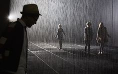 Indoor Rain Room Where Visitors Don't Get Wet - Random International Studio. (vía My Modern Metropolis)