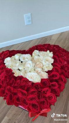 Flower Bouquet Diy, Diy Flowers, Rose Bouquet, Bouquet Box, Flower Box Gift, Flower Boxes, Diy Crafts Hacks, Diy Crafts For Gifts, Floral Arrangements