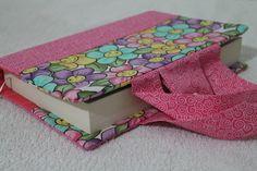 Capa para livro ou bíblia de tecido. Com alças e marcador de livro. Confeccionamos também sob medida.