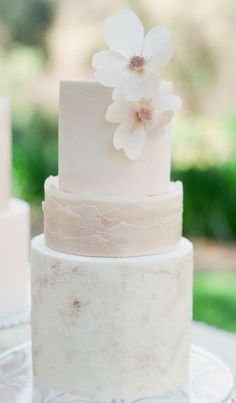Wedding cake idea; Featured Photographer: Carmen Santorelli Photography