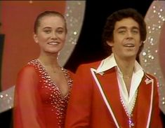 Maureen McCormick and Barry Williams dated during The Brady Bunch years. These two are perfect together Maureen Mccormick, 80 Tv Shows, The Brady Bunch, Teen Girl Poses, Perfect Together, Old Tv, Beautiful Celebrities, Crushes, Cinderella