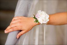 Bracelet fleuri mariage: Camélia (ivoire & rose)