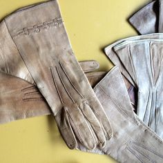 Antique Downtown Abbey style leather gloves......So chic❤️
