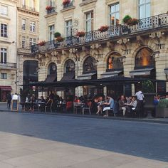 46-This Is Glamorous-Bordeaux-May:June 2015