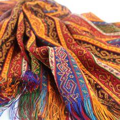 #tissu #oriental Batys décoré de motifs #ethniques inspirés des #kilims #anatoliens, par KaravaneSerail #tissuoriental #decoorientale
