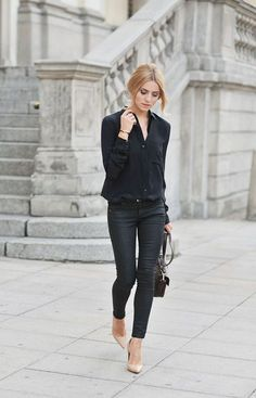Black on black! Minimal chic street fashion | Business casual outfits | Perfect simple style for work & play | Classy minimalist style | Scandinavian style | Monochromatic style | Casual chic | Effortless Cool | Chic Looks | Street Style