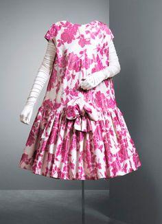 Les robes des années 50, la beauté de coupes féminines et élégantes par excellence... Nous partageons nos inspirations avec ces 10 robes des années 50 qui nous ressemblent !