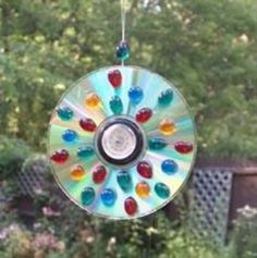 "CD Suncatcher. Nice to make, véry nice to give ánd to get as a present! Leuk...een oude CD omtoveren tot een ""suncatcher""voor het raam óf in de tuin!"