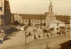 Námestie SNP s provizórnou budovou Tatra banky v roku 1922 Bratislava, Video Photography, Historical Photos, Paris Skyline, Taj Mahal, Street View, Times, Travel, Mesto