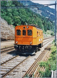 Im Archiv gefunden: die BLS Te 2/4 31 bzw. Te 215 031-6 beim Rangieren in Hohtenn. Analoges Bild/Juni 1996