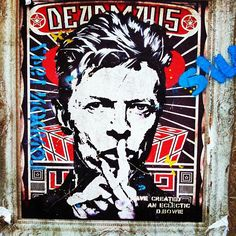 This week marked the month anniversary of the death of David Bowie. The music world and fans of the artist continue to honor to his legacy and vision, sharing stories, music, and artworks in his memory. Murals and street art tributes have been… Graffiti Wall Art, Urban Graffiti, Street Art Graffiti, David Bowie Tribute, David Bowie Art, David Bowie Pictures, Pop Art Images, Desenho Tattoo, Amazing Street Art