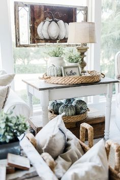 Farmhouse Fall Sunroom Neutral fall decor - A cozy farmhouse fall sunroom. A must pin for cozy fall decor inspiration!Neutral fall decor - A cozy farmhouse fall sunroom. A must pin for cozy fall decor inspiration! Fall Home Decor, Autumn Home, Farmhouse Homes, Farmhouse Decor, Farmhouse Style, Modern Farmhouse, Bedroom Walls, The Found Cottage, Coffee Table Centerpieces