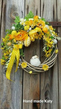 Minus the mouse Easter Flower Arrangements, Easter Flowers, Floral Arrangements, Wreath Crafts, Diy Wreath, Easter Wreaths, Holiday Wreaths, Hoppy Easter, Summer Wreath