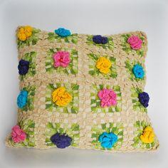 Almofada Flores em crochê | ambient All | Elo7