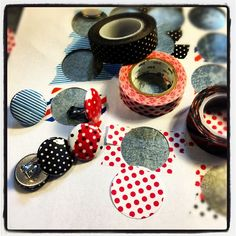 Washi-tape clip-on buttons: こんにちは!