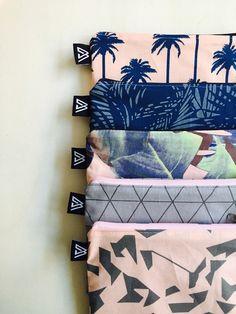 Kleine Tasche aus Wachsstoff mit tropischem Muster, Geschenk für Mädchen / tropical gift idea for her: small bag with palm and banana leaf print made by AniMoh via DaWanda.com